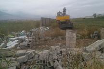ساخت وسازهای غیرمجاز در اراضی زراعی کلاله تخریب می شوند