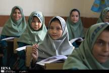 دانش آموزان خارجی و ایرانی کنارهم مشغول تحصیل هستند