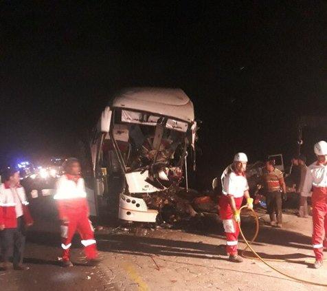 واژگونی اتوبوس با دو کشته و ۲۰ مصدوم
