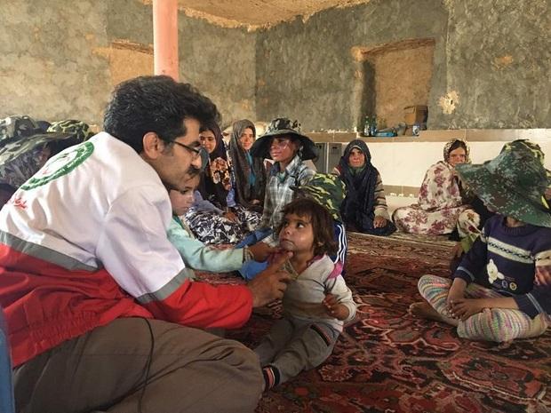 درمان بیماران پوستی روستاهای درمیان ادامه می یابد