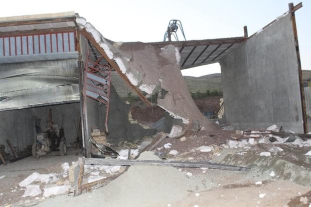 سه باب مغازه غیرمجاز در سنندج تخریب شد
