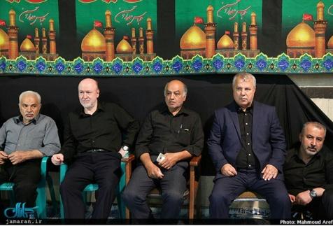 علی پروین در کنار مدیرعامل سابق استقلال در مراسم عزاداری + عکس