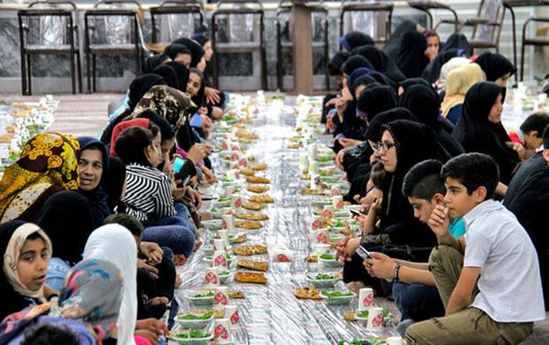 سفره های افطاری در مساجد مشهد گسترده شدند