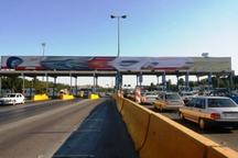 ترافیک در آزاد راه مشهد - باغچه نیمه سنگین است