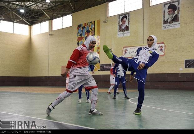 بازیکنان صنعت فجر شیراز، دروازه استقلال ساری را به توپ بستند