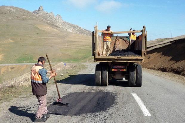 590 تن آسفالت صرف بهسازی جاده های مهاباد شد