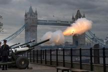 عکس/ شلیک توپ در جشن تولد ملکه