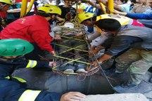 نجات یک کارگر از چاهی در عمق 18 متری در خیابان بهشتی تبریز