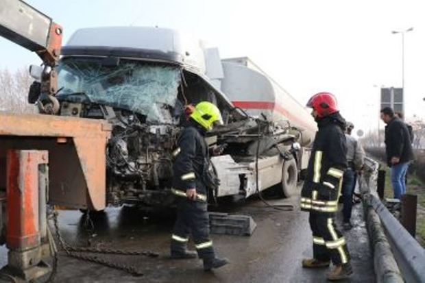 برخورد کامیون و تریلی حامل سوخت در مشهد یک کشته برجای گذاشت