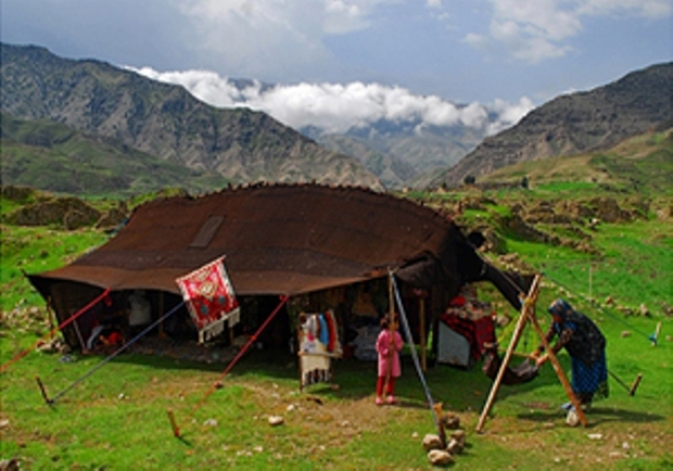 سیاه چادر عشایر در دامن البرز
