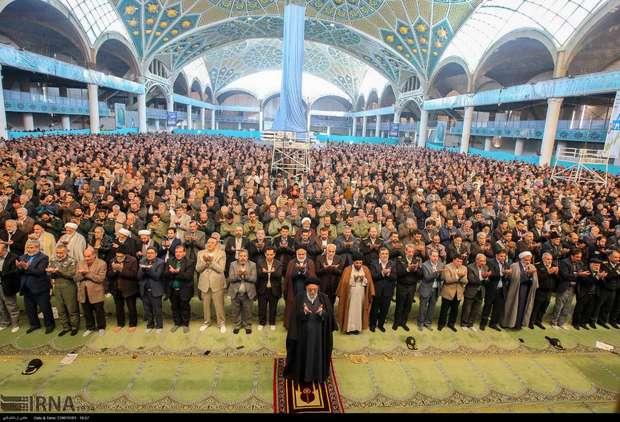 بی نیازی پایگاه وحدت افزای نماز جمعه از خط و خطوط سیاسی