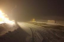 بارش برف و کولاک تمام جاده های منتهی به تکاب را مسدود کرد