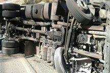 واژگونی کامیون در استهبان 2 کشته داشت