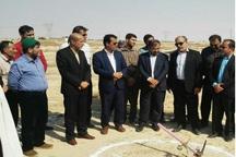 عملیات اجرایی  زمین چمن مصنوعی کاکی بوشهر آغاز شد