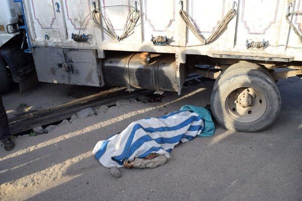 مرگ عابر نیشابوری در زیر چرخهای کامیون