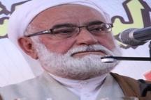 امام جمعه مهاباد: آمریکا برای صحنه سازی تظاهر به جنگ با داعش می کند