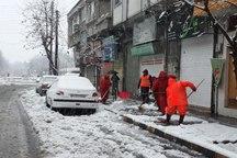 انجام عملیات پاکسازی معابر و خیابان های شهر لاهیجان