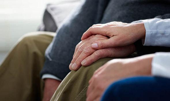رشد جمعیت سالمندی کشور زنگ خطری برای سیاستمداران  کشور است