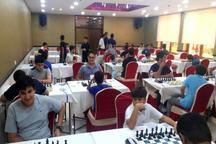 شطرنجباز گیلانی، صدرنشین مسابقات قهرمانی پسران کشور