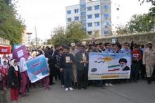 دانش آموزان گنبدی راهپیمایی بزرگداشت هفته کتاب برگزار کردند