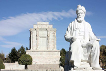 نقش فردوسی در حفظ زبان فارسی ستودنی است