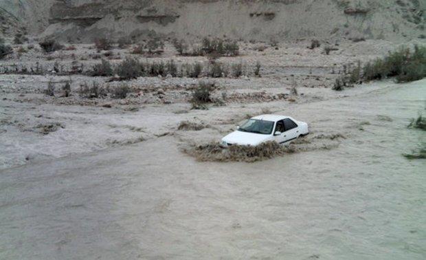 طغیان رودخانه راه ارتباطی 10 روستا در اندیکا را مسدود کرد