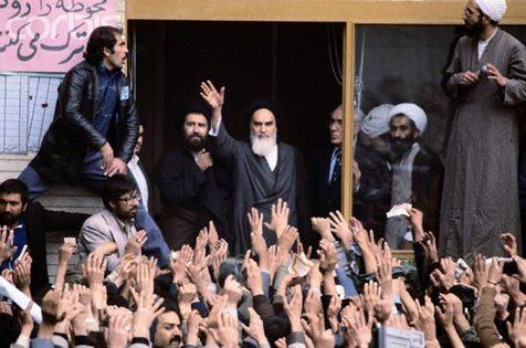 موضع امام در برابر بمباران محل اقامت شورای انقلاب چه بود؟