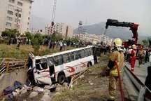 درمان سرپایی مصدومان حادثه واژگونی اتوبوس دانش آموزان در شمال تهران  انتقال تعدادی از مصدومان به بیمارستان