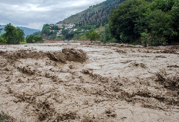 همدان درگیر سیلاب، آماده امداد