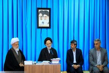 امام جمعه بیرجند: محیط وسوسه ساز افراد را آلوده می کند