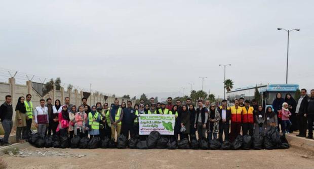 دوستداران طبیعت، محور ورودی شیراز- جهرم را پاکسازی کردند