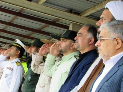 صبحگاه مشترک نیروهای نظامی و انتظامی و ادای احترام به شهدا
