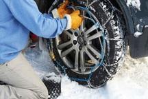 تردد در محورهای برفگیر گلستان با زنجیر چرخ امکانپذیر است