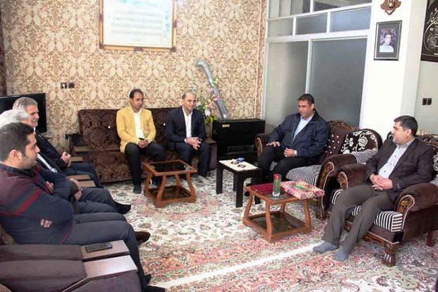 نایب رئیس فدراسیون نجات غریق به دیدار خانواده شهید غواص رفت
