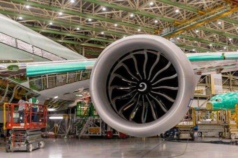 نصب بزرگ ترین موتور جهان روی هواپیمای بوئینگ