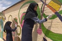 دختران رشته گرافیک مهریز زیباسازی شهر را آغاز کردند