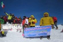 پرچم جمهوری اسلامی ایران بر فراز قله آرارات به اهتزاز درآمد