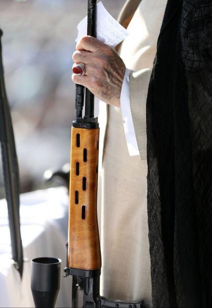 سلاحى که امروز در دستان رهبر معظم انقلاب بود + عکس