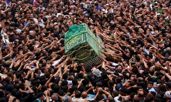 عکس/ تشییع نمادین تابوت امام موسی کاظم(ع)