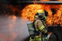 آتش سوزی خودرویی در پارکینگ مجتمع مسکونی در شهر جدید سهند