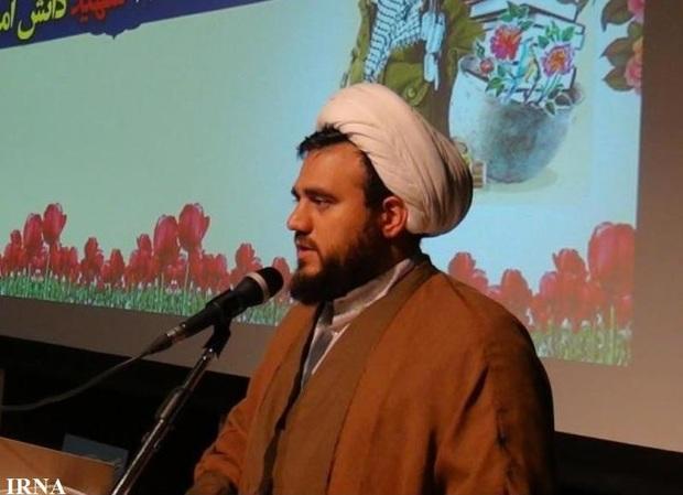 ایثار شهدا برگرفته از مکتب حضرت زهرا (س) است