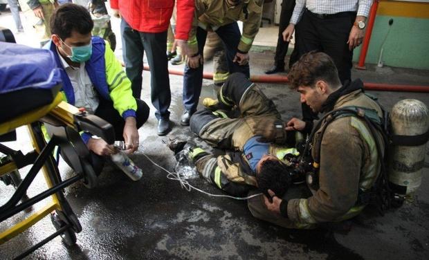2 آتش نشان حین اطفای حریق در سبزوار مصدوم شدند