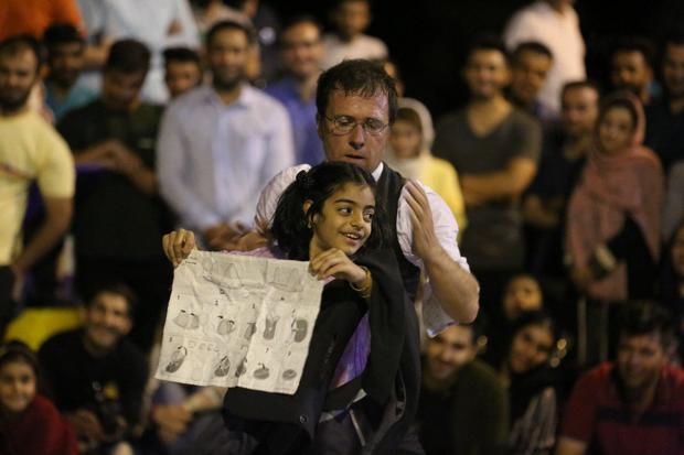 جشنواره تئاتر خیابانی مریوان با جشنواره های بزرگ دیگر کشورها برابری می کند