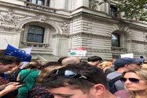 روایت مهاجرانی از تظاهرات علیه بوریس جانسون + عکس