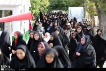 ترویج فرهنگ حجاب و عفاف با تشویق همراه باشد