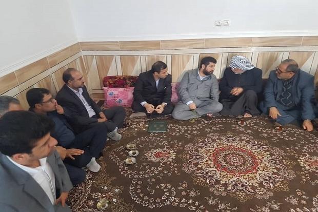 استاندار خوزستان با خانواده شهید مدافع امنیت دیدار کرد
