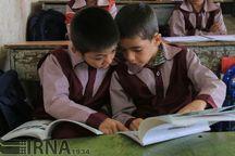 خیر زنجانی لوازم مدرسه ۶۷ یتیم را تامین کرد