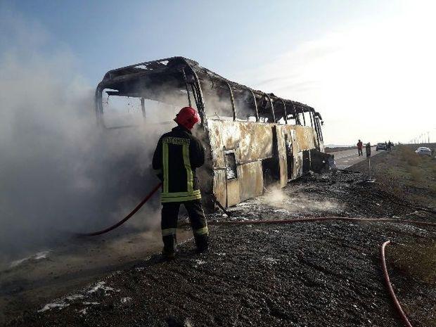 یک اتوبوس مسافربری در غرب خراسان رضوی دچار حریق شد