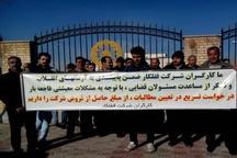 تجمع کارگران شرکت قفلکار مقابل دادگستری شهرستان البرز