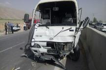واژگونی کامیون در آزاد راه کرج - قزوین ترافیک سنگین ایجاد کرد